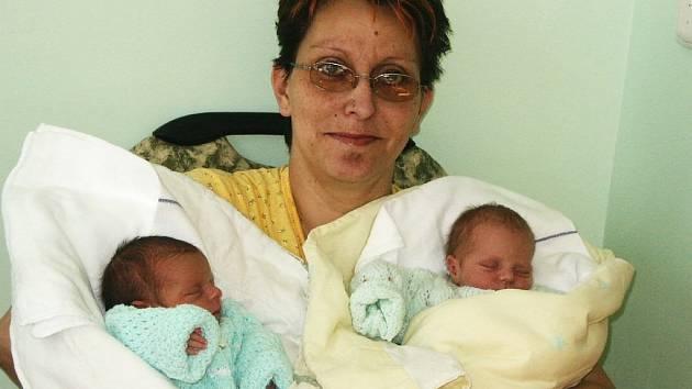 Marcela Bílková z Postoloprt přivedla na svět v neděli 2. března dvě holčičky. Adéla se  narodila v 15.10 hodin. Váha 2,17 kg; míra 42 cm. Nikola se narodila o dvě minuty později. Váha 2,02 kg a míra 44 cm.  Mamince gratulujeme.