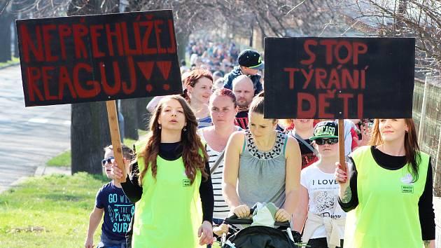 Pietního pochodu za utýraného Marečka v Lounech.