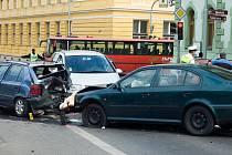 Hromadná nehoda u lounské sokolovny