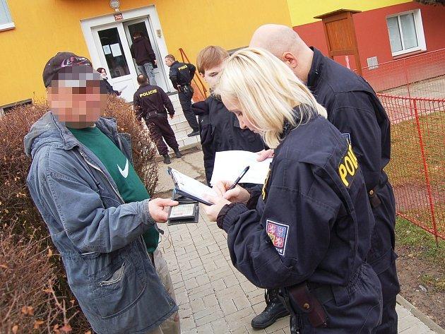 Pátrací akce policie v žatecké ubytovně v Lučanské ulici