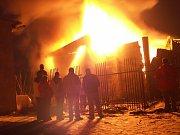 Požáry nelegální skládky v Libčevsi na začátku roku 2006.