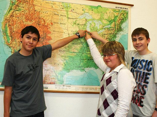 Sedmáci Milan Danda, Oldřich Černý a Pavlína Synková se nedávno vrátili z jazykového pobytu v USA