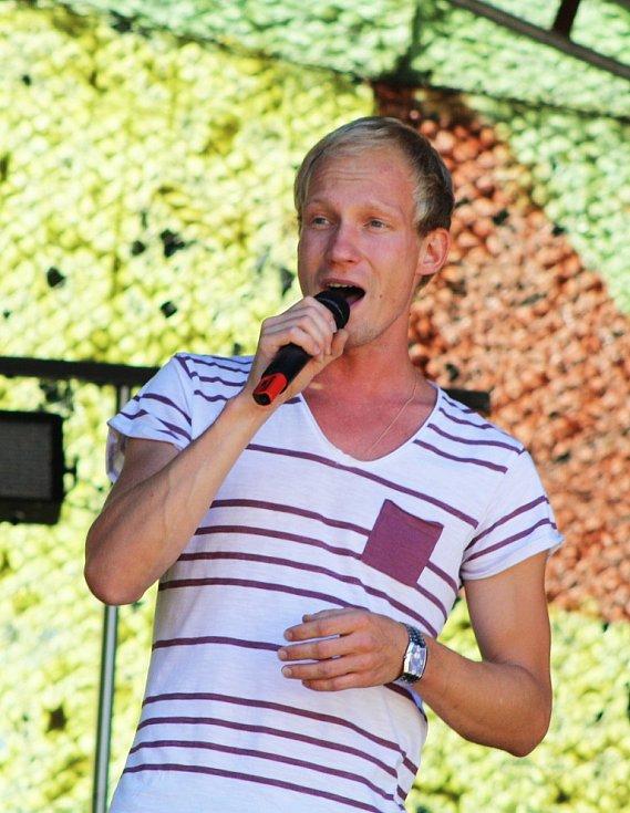 Na Jakubském létu ve Vroutku bavil například vítěz jedné z talentových soutěží Zbyněk Drda