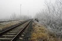 15. listopadu 2011. Sníh sice ještě není, ale bílo ano. Může za to mráz. Takto ho zachytil Martin Cíl z Postoloprt u tamní železniční trati z Postoloprt na Českou Lípu