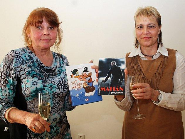 Spisovatelky Dana Šianská (vlevo) a Jana Javorská na autorském čtení v Postoloprtech