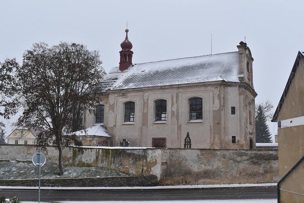 Kostel sv. Jana Křtitele ve Vroutku.
