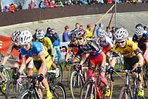 Cyklokrosaři jeli pohár v Lounech. Domácí Martina Mikulášková zvítězila.