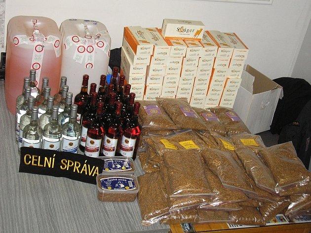 Tabák a alkohol bez příslušných kolků, nalezený v Lounech.
