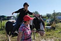 Práce s koňmi žáky nadchla.