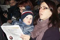 Akce Česko zpívá koledy v lounské knihovně