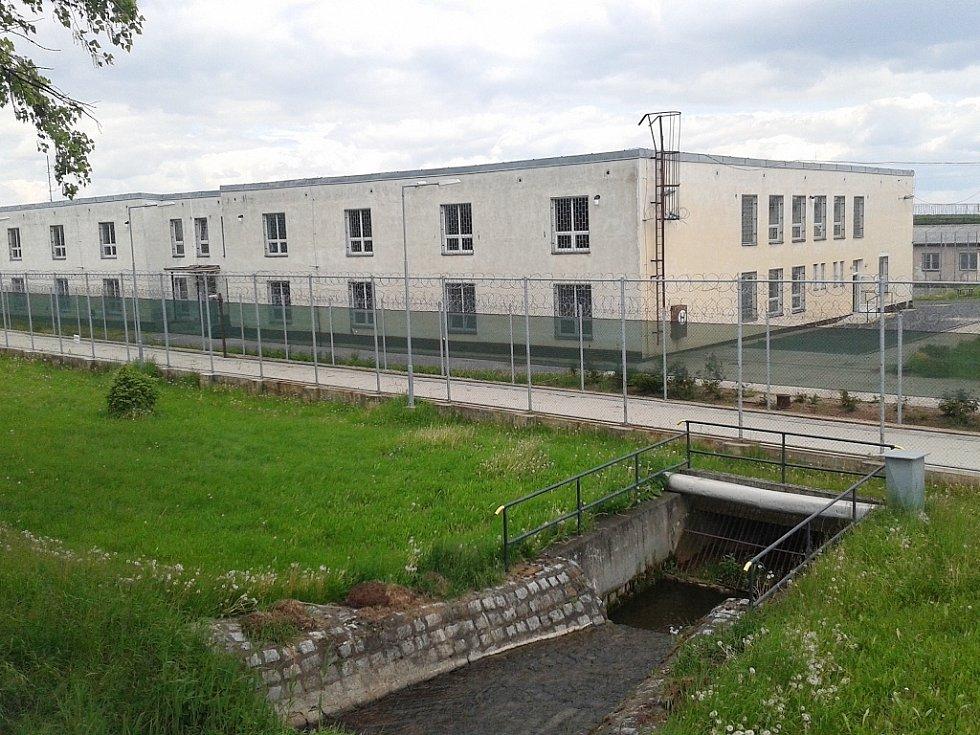 Areál bývalé věznice v Drahonicích, kde dnes je detenční zařízení pro cizince.
