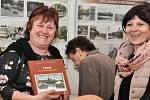 V lounském Oblastním muzeu začala výstava s názvem Louny na starých pohlednicích.