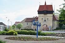 Část Suzdalského náměstí v Lounech na archivním snímku z roku 2013, krátce po demolici kašny