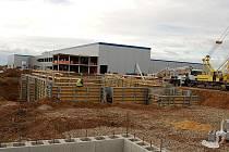 Stavba továrny Gestamp u Žatce