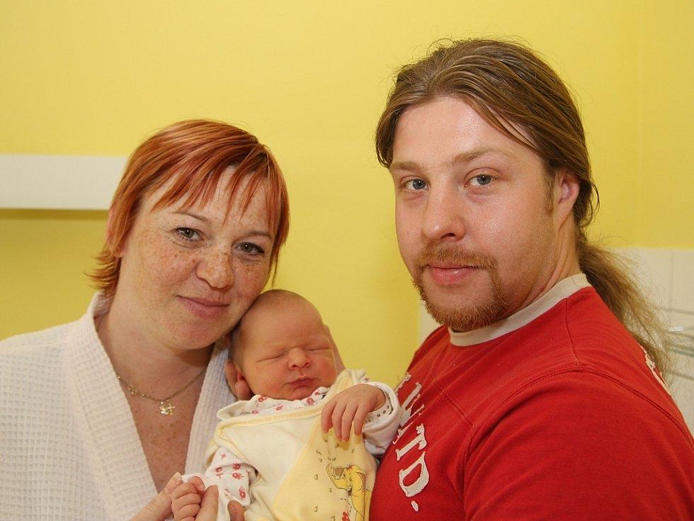 Alex Šikíř z Podbořan se narodil v kadaňské porodnici 29. srpna v 15.33 hodin. Vážil 3,73 kg a měřil 51 cm. Mamince Kateřině Součkové gratulujeme.