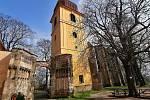 Areál nedostavěného chrámu Panny Marie a bývalého kláštera v Panenském Týnci.