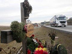 Místo únorové tragédie nedaleko Panenského Týnce, kde zahynulo osm lidí.
