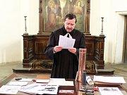 V evangelickém kostele v Žatci připravovali v neděli poselství pro budoucí generace.