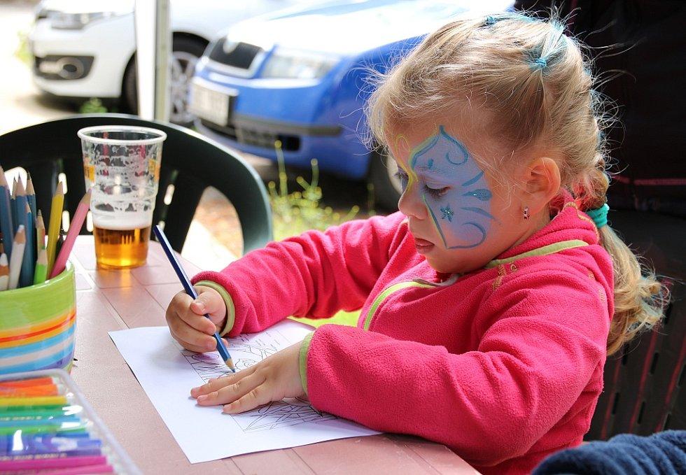 Pro děti byla připravena řada soutěží a her. Mohly si i malovat