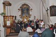 Česko zpívá koledy v kostele sv. Šimona a Judy v Lenešicích