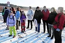 Turisté z Podbořan na letošní novoroční vycházce. Sešlo se jich více než padesát.