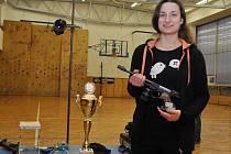 Adéla Tomanová svou první sezonu mezi juniorkami zakončila na republikovém mistrovství ve střelbě ze vzduchových zbraní ziskem stříbrné medaile.