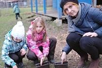 Marcela Vykouková s dětmi v novém občanském sdružení v Lounech.