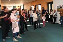 Třináctá výstava výtvarného sdružení VOSA v lounském divadle.