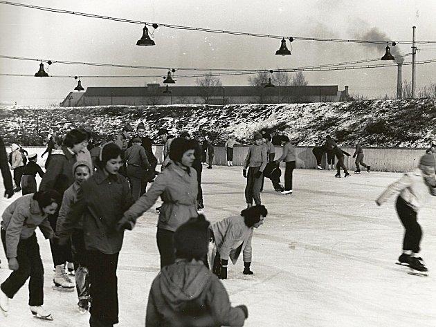 První zimní stadion v Lounech, tehdy ještě nekrytý, byl slavnostně uveden do provozu 2. ledna 1965. Svou technologií byl první nejen v rámci Československa, ale v celé střední Evropě