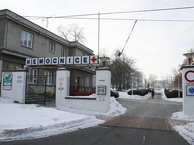 Vjezd do nemocnice v Lounech