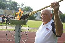 Olympionik Jan Kůrka slavnostně zapálil oheň