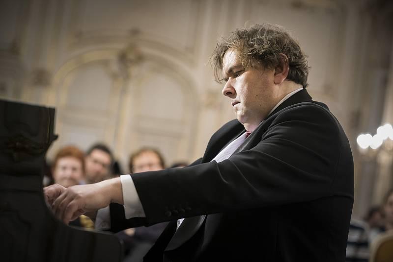 Jiří Pazour vystoupí 19. října v rodném Žatci.