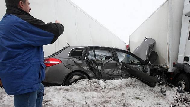 Hromadná dopravní nehoda u Chlumčan na Lounsku
