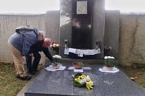 Vzpomínka u hrobu Ivo Markvarta v Podbradci