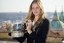 Lounská rodačka s trofejí pro vítězku Fed cupu: Ve finále Karolína Plíšková zářila.