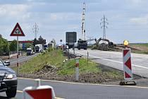 Stavba dálnice D7 u Panenského Týnce.