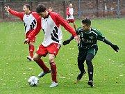 Fotbalisté Postoloprt (v červeném) v utkání proti Perštejnu.