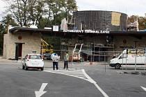 Snímek z dostavby terminálu v Žatci