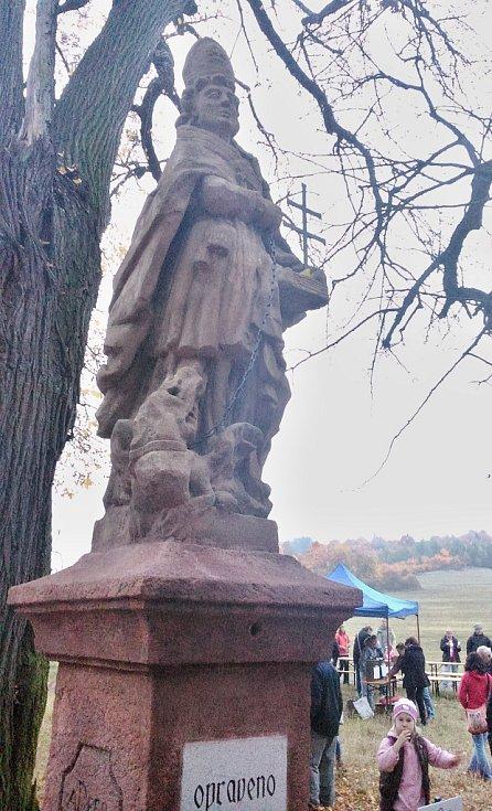 Návratu opravené sochy svatého Prokopa poblíž osady Kružín.