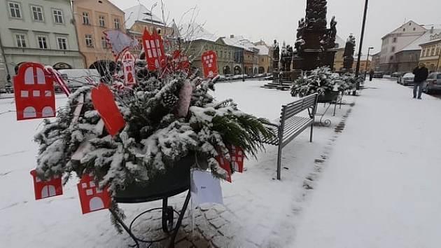 Žatecké školy přispěly k výzdobě náměstí Svobody v Žatci.