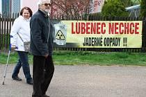Na sto padesát lidí se zúčastnilo na jaře v Libyni u Lubence setkání proti plánovaným průzkumům a možné budoucí výstavbě hlubinného úložiště jaderného odpadu na Podbořansku. V sobotu v Lubenci proběhne debata k úložišti, kterou organizují jeho odpůrci.