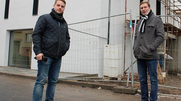 Majitel hotelu Michael Galus (vpravo) a projektant Břetislav Sedláček.