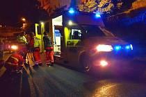 V Nákladní ulici nedaleko Libočanské branky záchranáři ošetřovali muže s podezřením na poranění krční páteře.