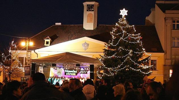Slavnostní rozsvícení vánočního stromu v Lounech