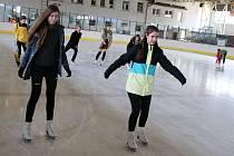 Veřejné bruslení na zimním stadionu v Lounech. Ilustrační foto.