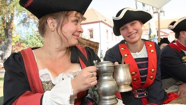 Historické oslavy s dobovým vojskem proběhly na Novém Hradě v Jimlíně.