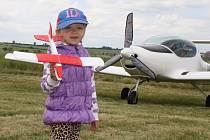 Slet ultralehkých letadel na civilním letišti u Čeradic