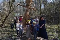 Oslavu jarní rovnodennosti v archeoskanzenu v Březně u Loun si nenechaly ujít desítky dětí i dospělých.