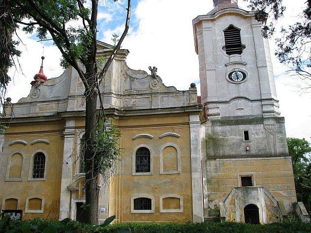 Kostel sv. Martina v Liběšicích na archivním snímku