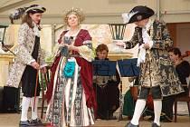 Přehlídka historických šatů na zámku v Krásném Dvoře